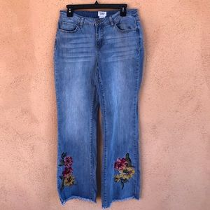 Monroe & Main Jeans Woodstock Embroidered Frayed